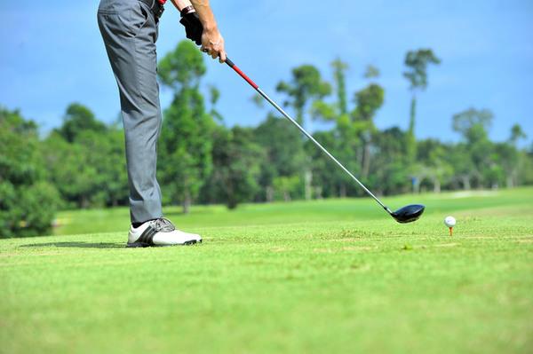 コロナ禍で再開するのは、やっぱりゴルフじゃないか?